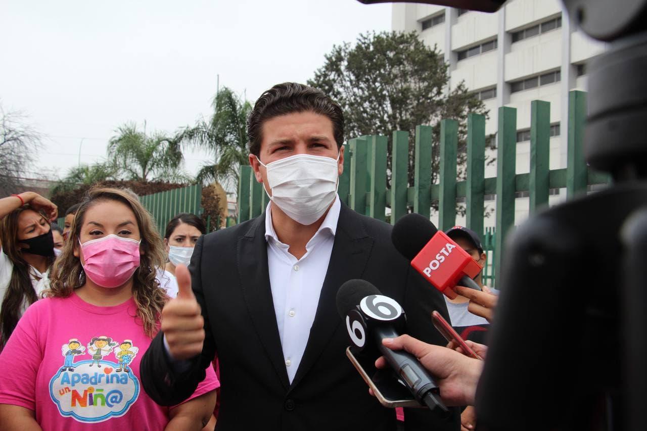 Protestan Samuel y madres de niños con cáncer por trato inhumano del IMSS