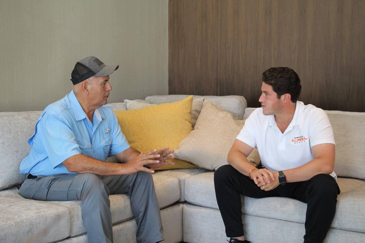 Samuel hace equipo con el coach Frank González